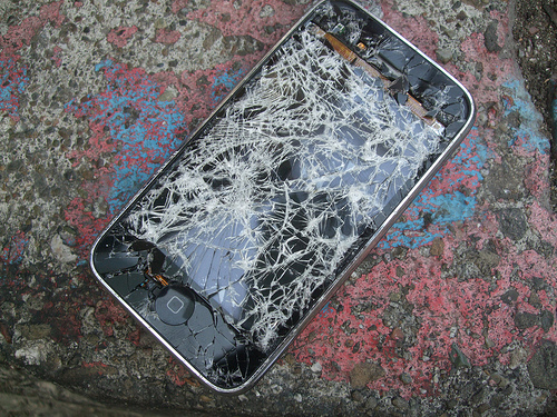 iPhone 5, um, smashes Samsung Galaxy SIII in a Hong Kong Droptest