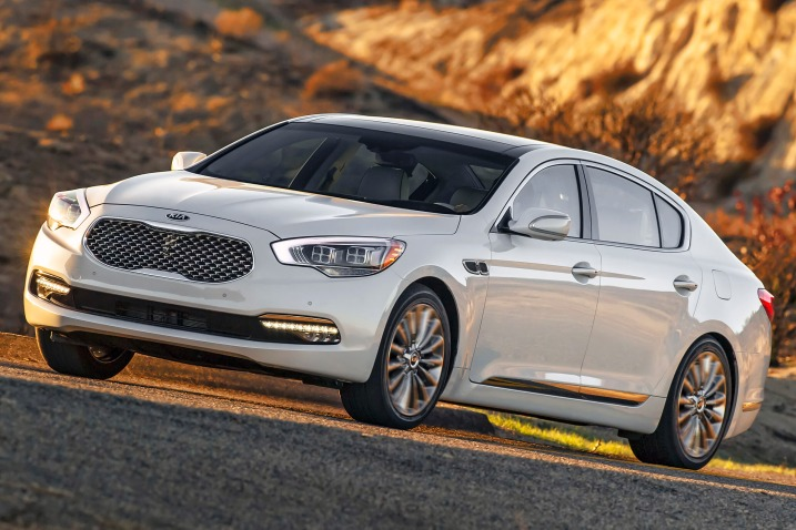 Kia K900 wants to be top dog in large luxury sedans