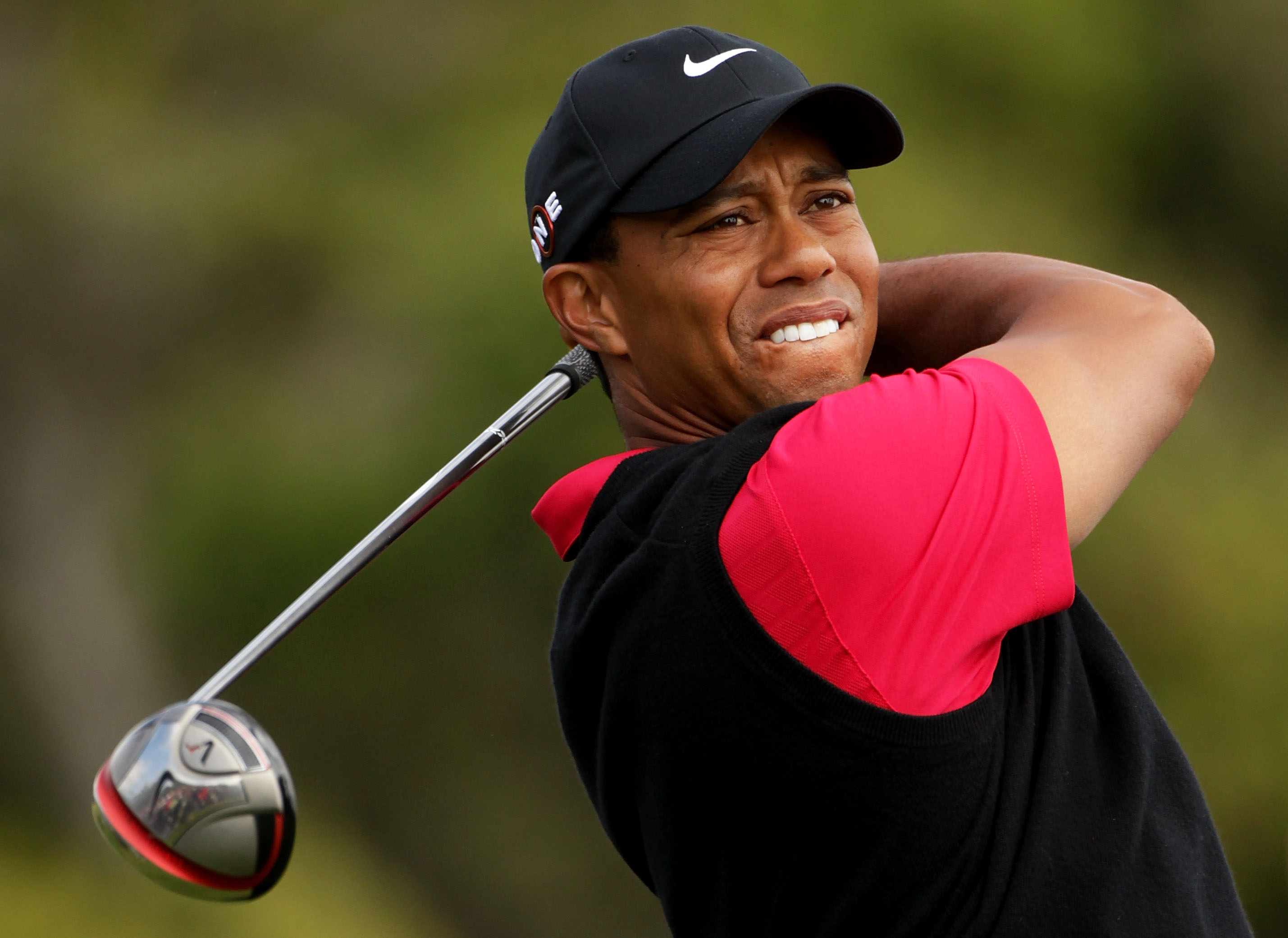 Tiger Woods to buy Taylor Made